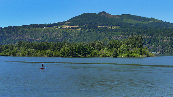 SUP paddling out to Wells Island in the Columbia River