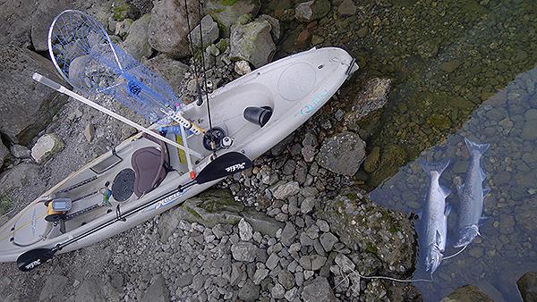 Kayak fishing for salmon on the Columbia River