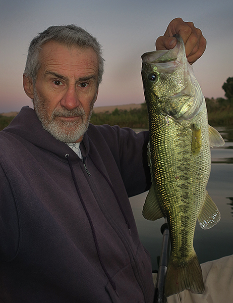 Big pre-dawn Colorado River largemouth bass caught by watermanatwork.com kayak fisherman Ron Barbish