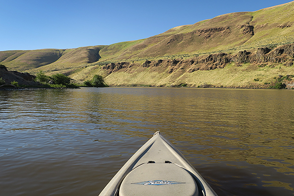 Kayak fishing on the John Day River