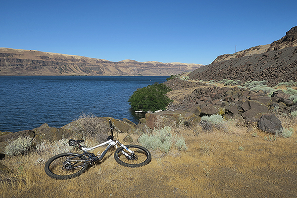 Mountain biking along the Columbia River in eastern Washington