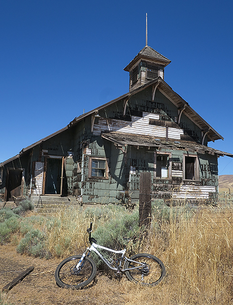 Old farmhouse in eastern Washington