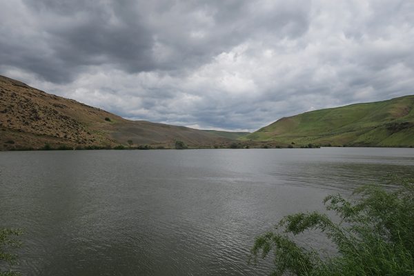 A cloudy morning on the John Day River