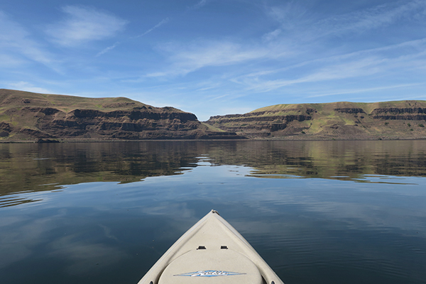 Glassy Columbia River kayak fishing in eastern Washington