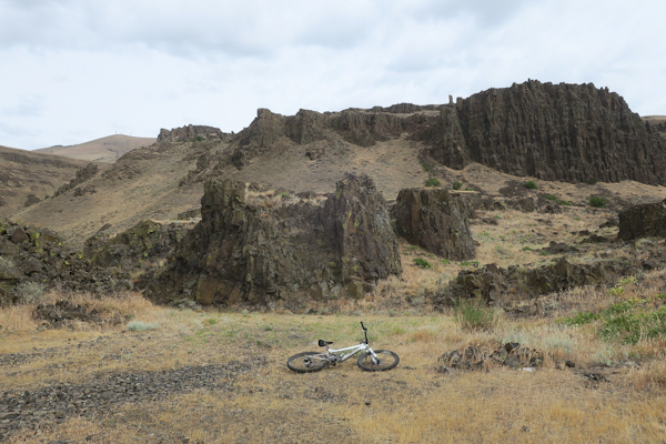 Mountain biking in the rocky terrain of eastern Washington